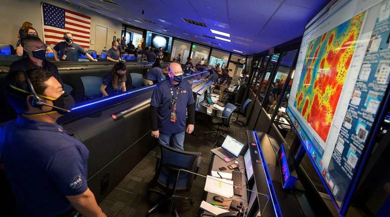 Mitglieder des Perseverance-Rover-Teams in der Missionskontrolle  | Foto: Bill Ingalls (dpa)