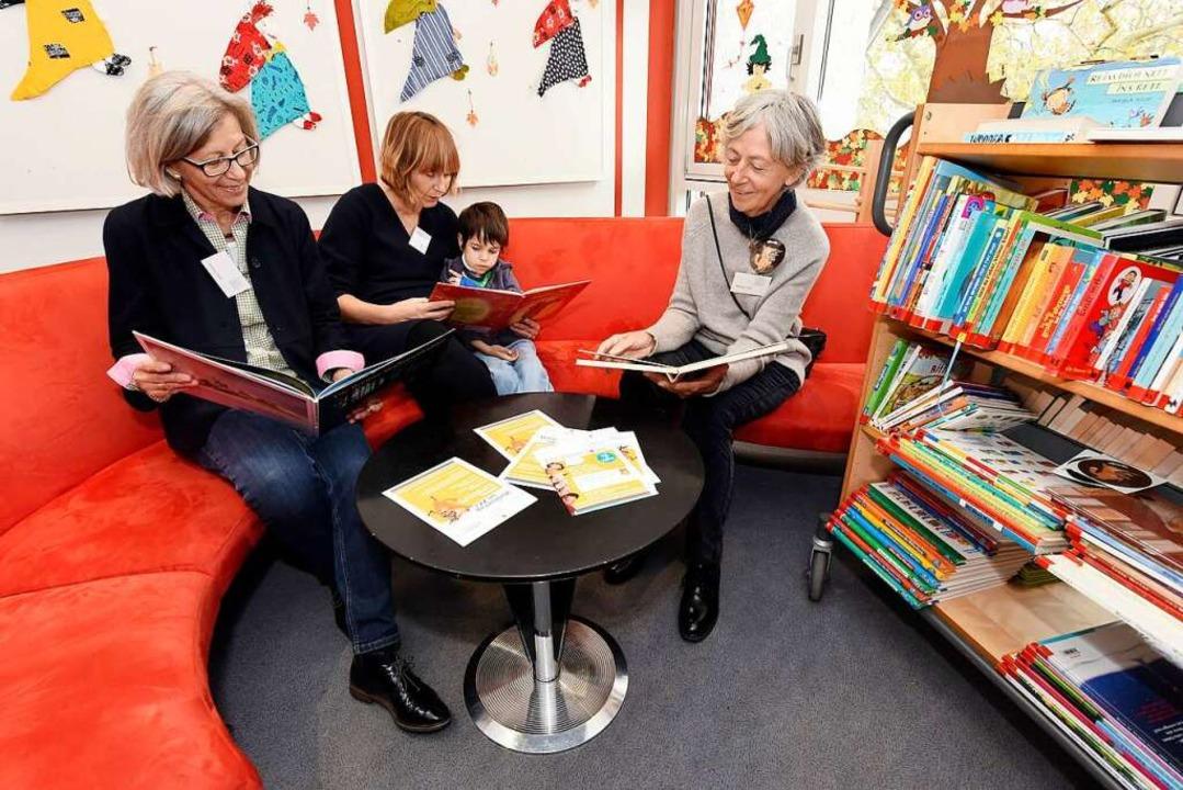 In der Patientenbücherei der Uniklinik...sechsjährigen Paul) und Barbara Witz.     Foto: Thomas Kunz