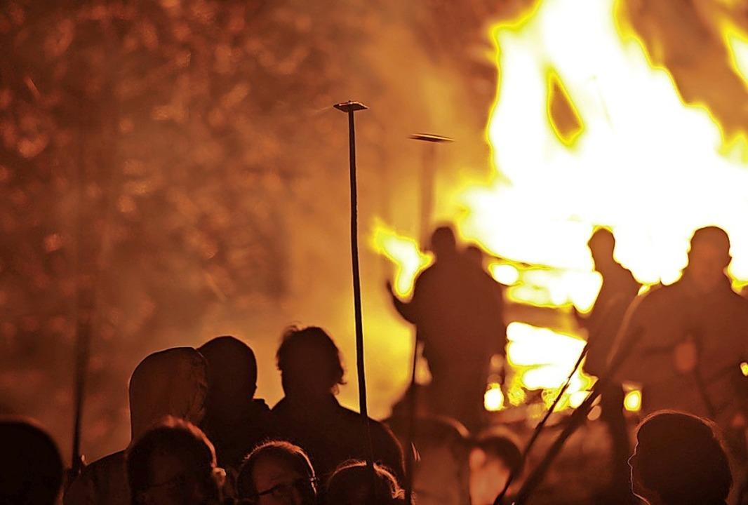 Ein Foto aus Vor-Corona-Zeiten. In die...ibenfeuer im Markgräflerland abgesagt.    Foto: Volker Münch