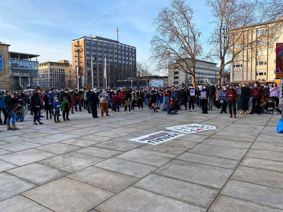 Die Kundgebung startete am Platz der Alten Synagoge.  | Foto: Anika Maldacker