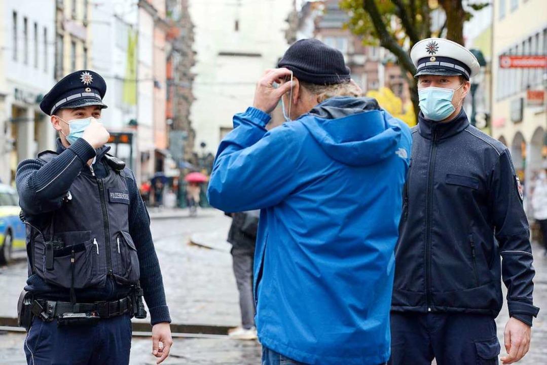 Mitarbeiter der Polizeibehörde und des... der Freiburger Altstadt (Archivbild).    Foto: Ingo Schneider