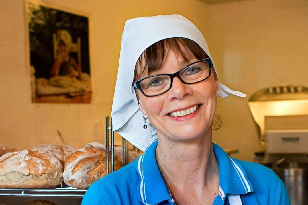 Man nehme: viel Zeit. Eva Böhringer in ihrer Backstube in Breitnau.  | Foto: Stephan Elsemann