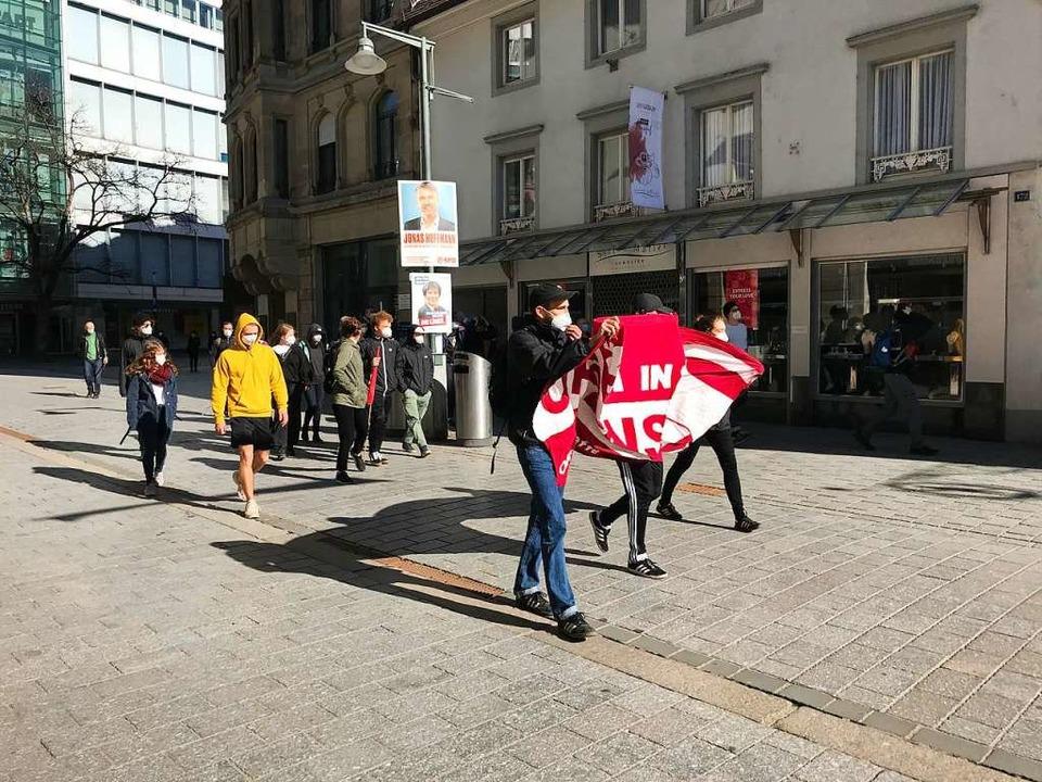 Aus Freiburg kommen Gegendemonstranten.  | Foto: Jonas Hirt