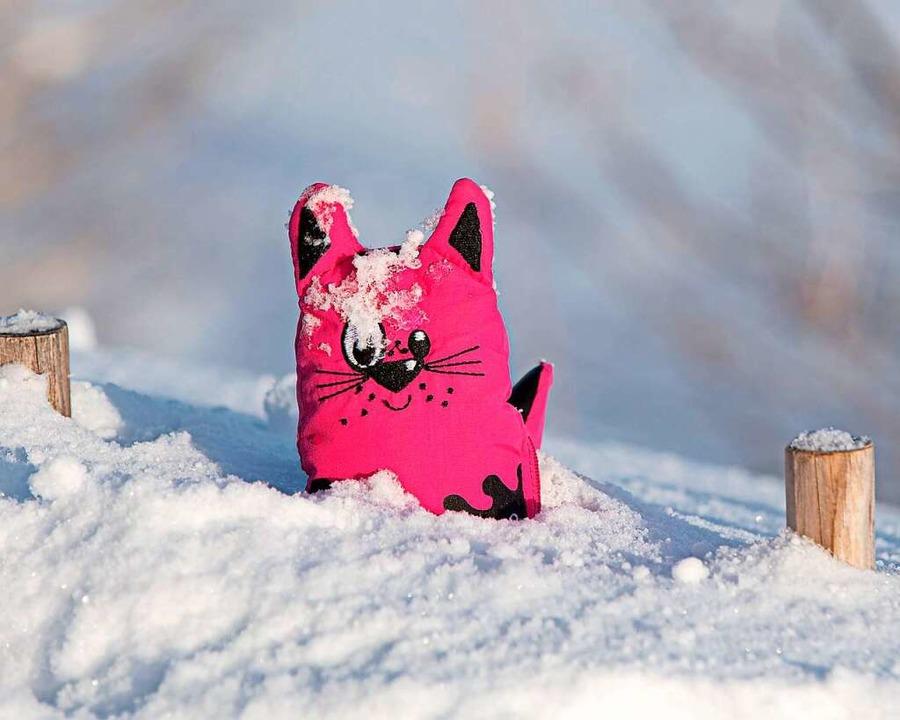 Vergessene Fäustlinge im Schnee  | Foto: Wolfgang Scheu