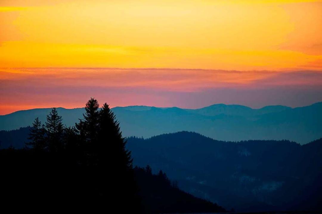 Sonnenuntergang am Samstag vom Thurner-Blick Richtung Spirzen  | Foto: Wolfgang Scheu