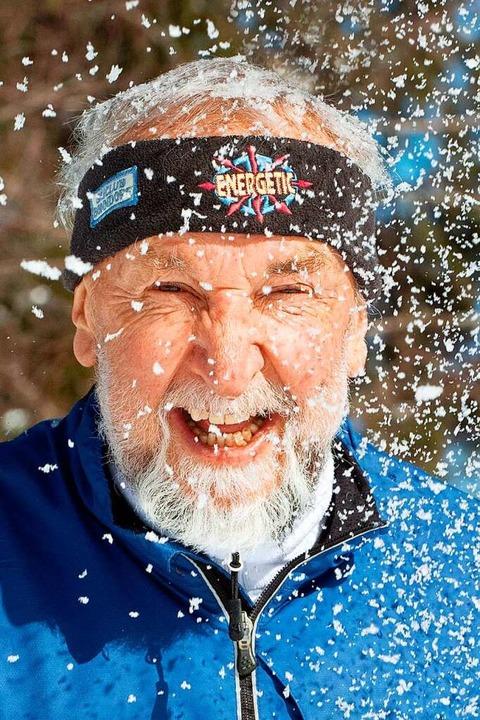 Alfred Faller aus Hinterzarten genießt den Schnee.  | Foto: Wolfgang Scheu