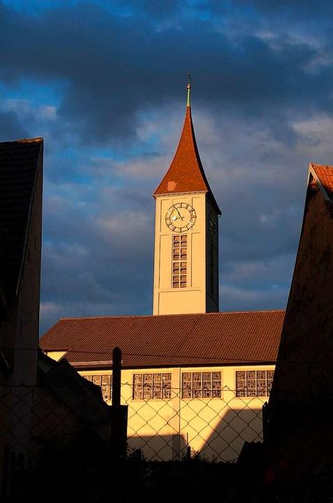 Die Pfarrkirche mit dem mehr als 50 Meter hohen Turm  | Foto: Hubert Röderer