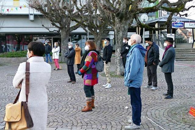 20 Menschen gedenken in Rheinfelden der Opfer von Hanau