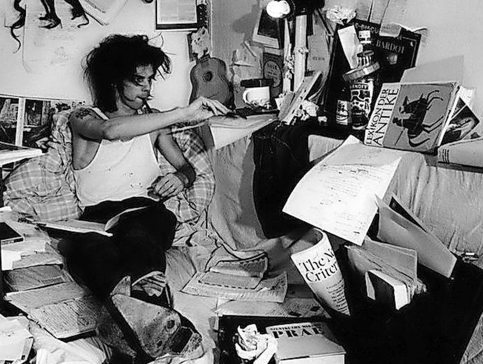 Obsessiver Sammler: Nick Cave in der Yorkstraße, West-Berlin, 1985  | Foto: Bleddyn Butcher (Verlag Kiepenheuer & Witsch)