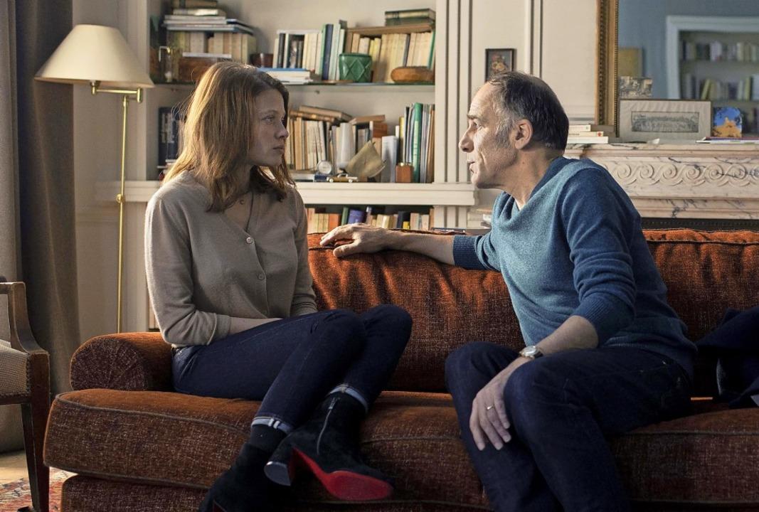 Darf er das? Sich neben seine Patienti...  Mélanie Thierry und Frédéric Pierrot  | Foto: Carole Bethuel/Arte France