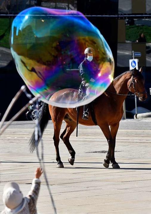 Die Polizei war mit Pferden präsent    Foto: Thomas Kunz