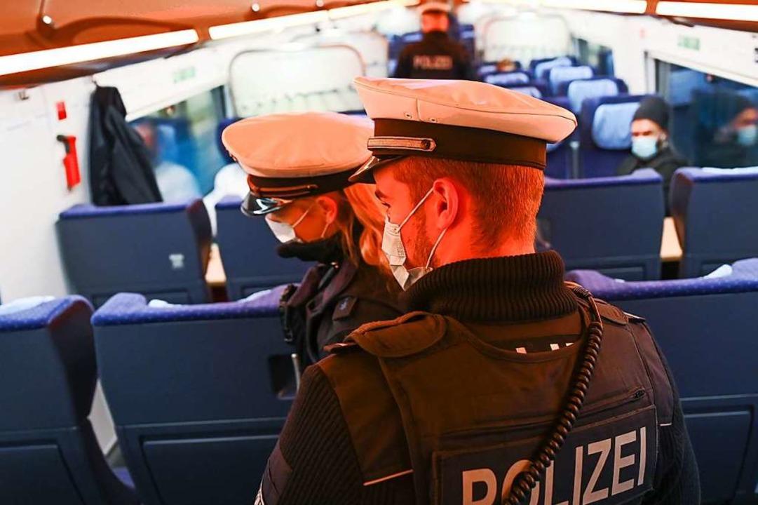 Bundespolizisten und Schweizer Zöllner...inen mutmaßlichen Dealer (Symbolfoto).  | Foto: Arne Dedert (dpa)