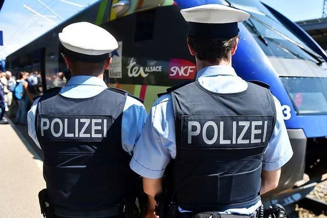 Aggressiver Schwarzfahrer greift Sicherheitspersonal in Lörrach an