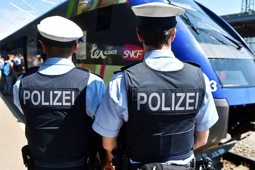 Auch die Bundespolizisten soll der agg...rzfahrer beleidigt haben (Symbolfoto).  | Foto: Uli Deck