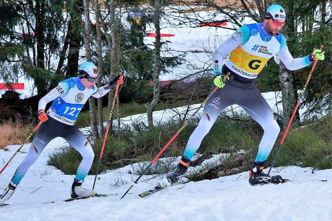 Vivian Hösch (l.) mit ihrem Begleitläu...-Weltcup in Finsterau im Februar 2020.  | Foto: Nordski.de