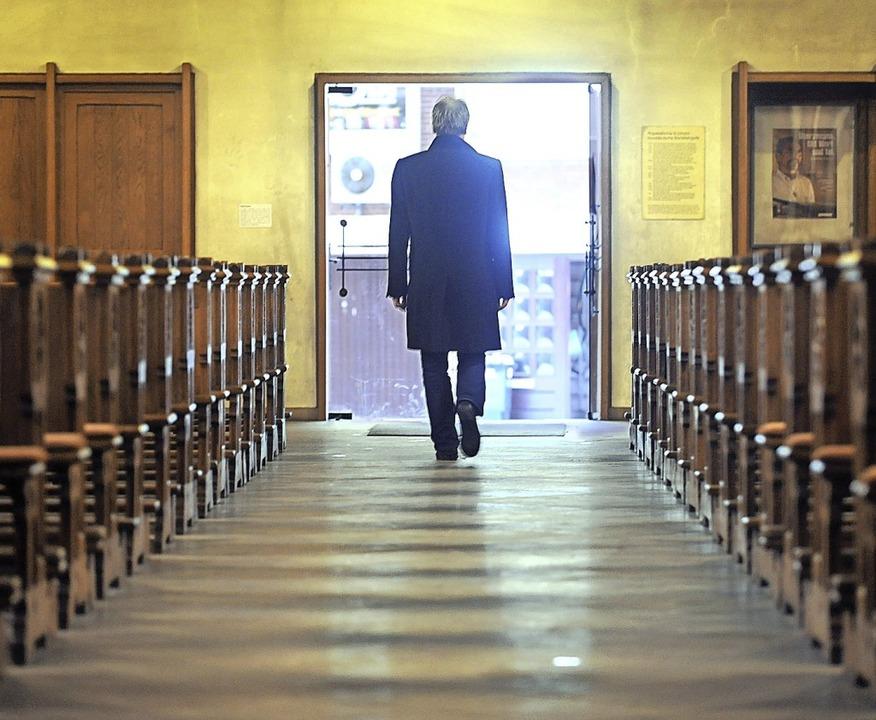 Viele Menschen kehren der Kirche den Rücken.  | Foto: Ingo Wagner