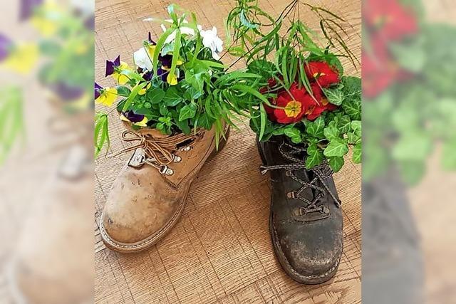 Altes Schuhwerk österlich bepflanzen
