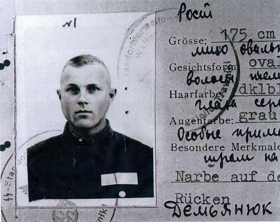 Dienstausweis von John Demjanjuk, der ...Sobibor als Aufseher eingesetzt wurde.  | Foto: Zst Ludwigsburg