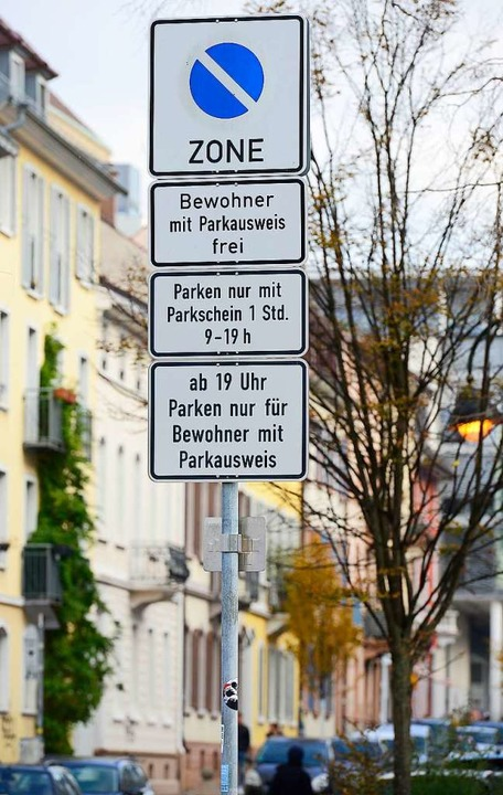 Für ihre Parkberechtigungen sollen Anw...eiburg künftig deutlich mehr bezahlen.  | Foto: Ingo Schneider