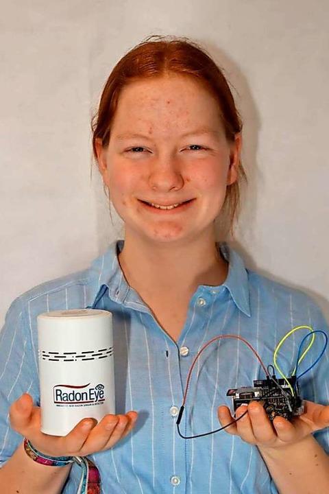 Maja Spanke hat mit dem Radonmessgerät...onzentration in ihrem Keller gemessen.  | Foto: phaenovum