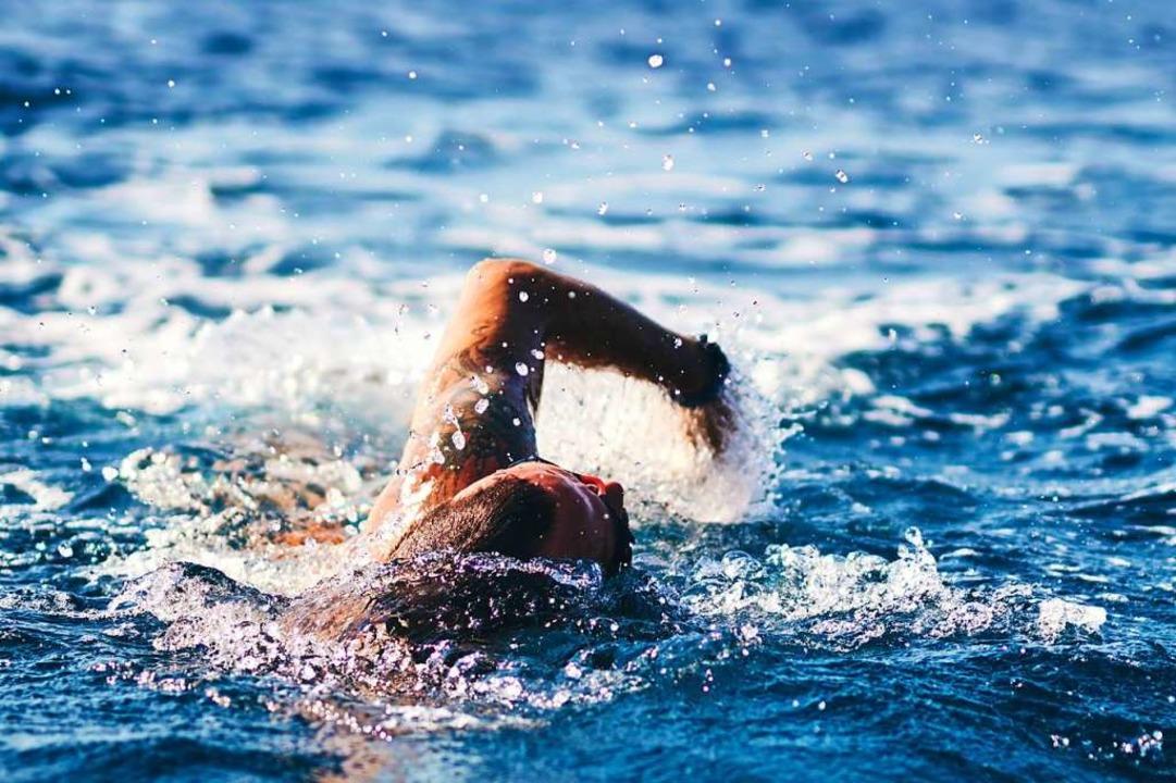 Manchmal führt der Weg aus den Wellen zuerst ein Stück weiter ins Meer.  | Foto: Milan Gucic milangucic@gmail.com