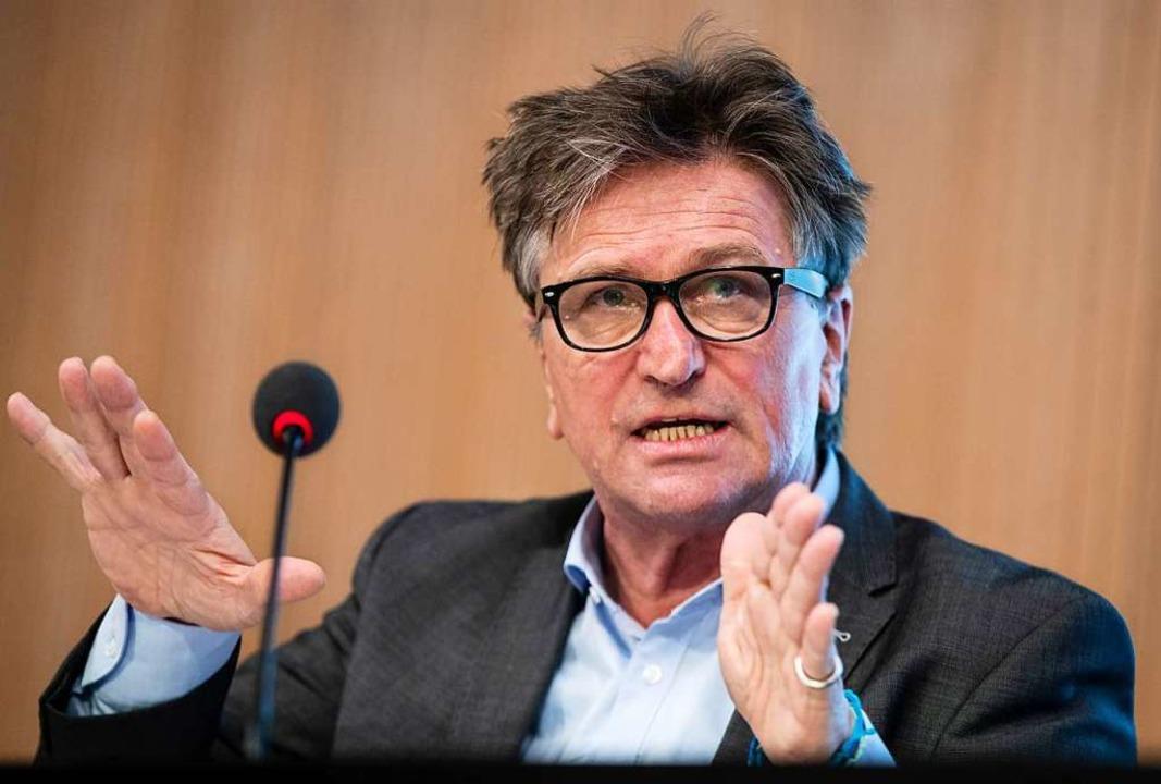 """Manfred Lucha: """"Die Terminvergab...Website funktioniert inzwischen""""    Foto: Christoph Schmidt (dpa)"""