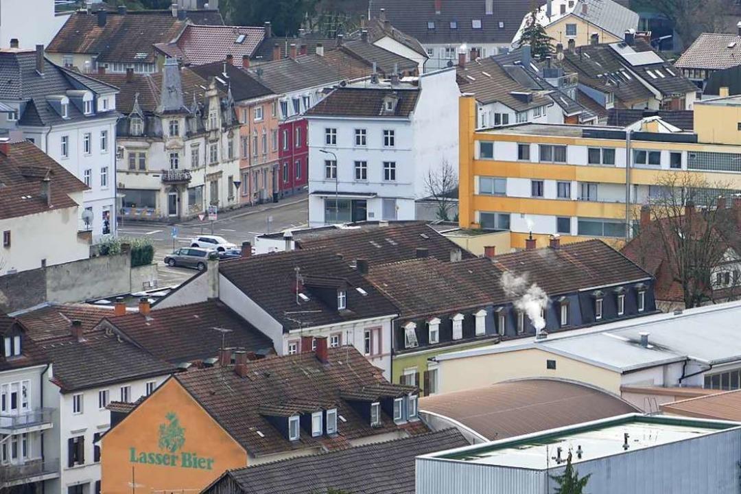 Wo in der Perspektive vom Rathaus ein ...ist, soll künftig ein Hochhaus stehen.    Foto: Peter Gerigk