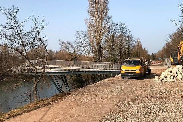 Arbeiten am Bad Bellinger Rheinsteg gehen voran