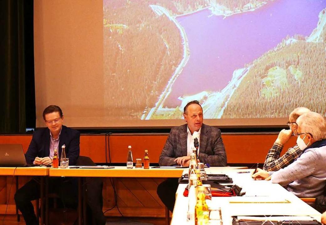 Die Investoren Hubertus Wichmann (link...und stießen auf interessierte Zuhörer.  | Foto: Eva Korinth