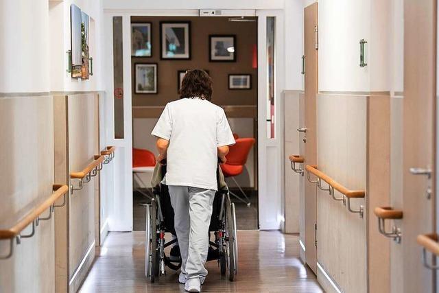 Bald derselbe Lohn für alle Altenpfleger?