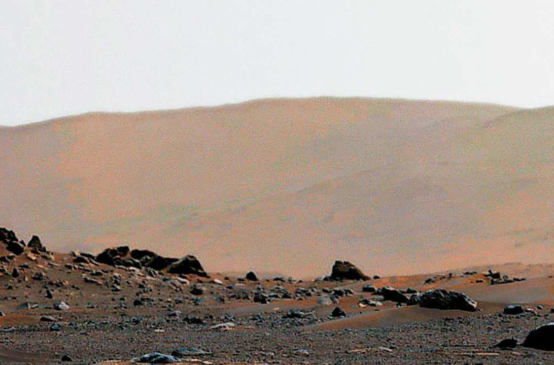 Auf diesem Bild der Nasa sieht man den Ranf des Jezero-Kraters auf dem Mars.  | Foto: - (dpa)