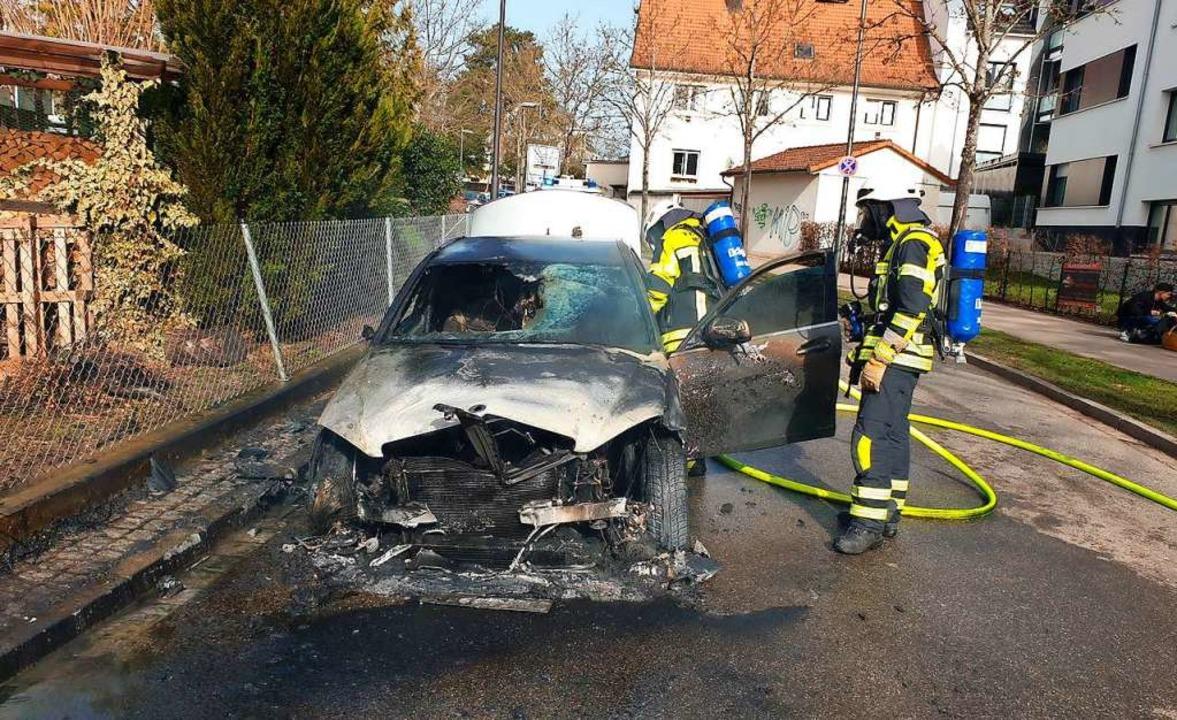 Das Auto brannte völlig aus.  | Foto: Volker Münch