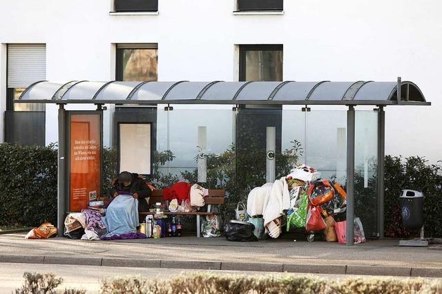 Obdachloser muss Bushaltestelle am Doler Platz in Lahr räumen