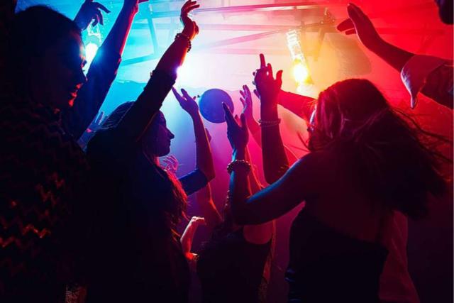 Ab wann ist man zu alt für Partys oder Festivals?