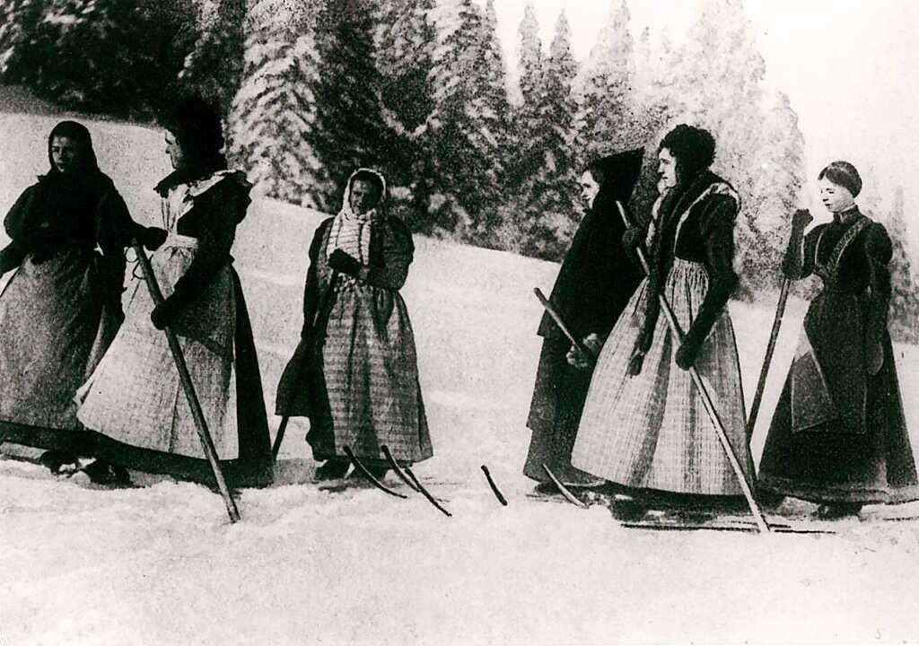 Skiläuferinnen auf Feldberg um 1900  | Foto: Katalog