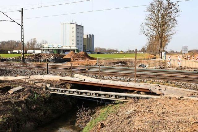 Alte Brücke bei Niederschopfheim wird abgerissen