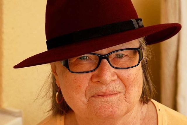 Renate Schmidt fertigte in ihrem Hutgeschäft viele Kopfbedeckungen kreativ selbst