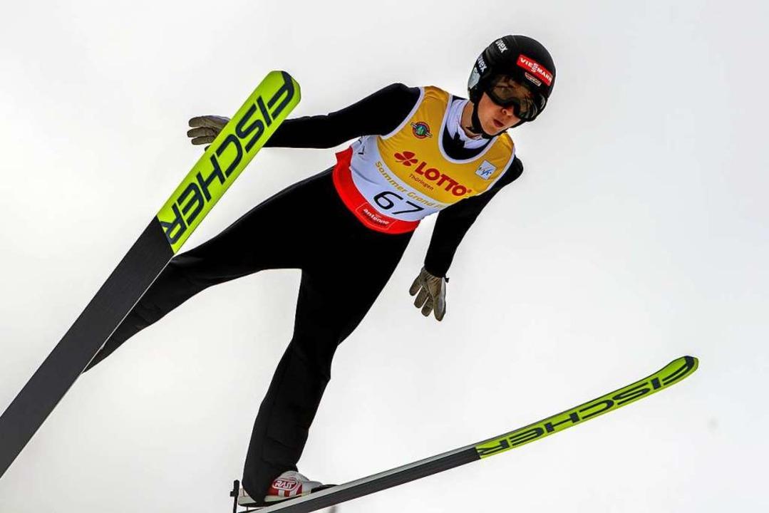 """In der Luft wandelt sich Respek...er im Januar beim Alpencup in Oberhof.    Foto: Gerhard Koenig via www.imago-images.de"