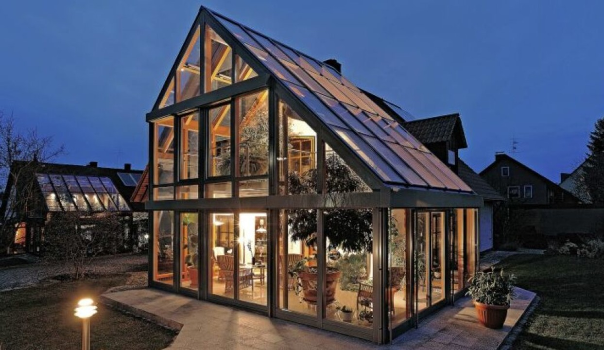 Ein Wintergarten kann ein  helles, freundliches zweites Wohnzimmer sein.  | Foto: Wintergarten Fachverband