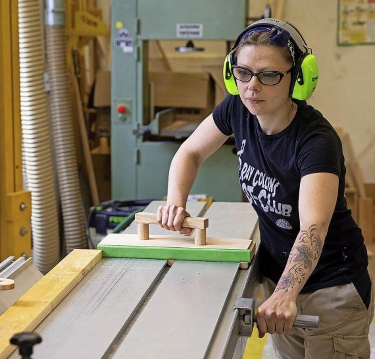 Um das Arbeiten an den Maschinen zu le...ldende verschiedene Maschinenscheine.   | Foto: Catherine Waibel