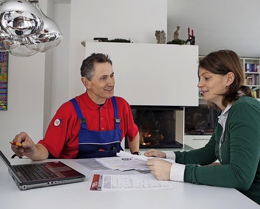 Der SHK-Fachmann  berät, plant und rea...die neue Heizanlage für das Eigenheim.  | Foto: djd/ZVSHK