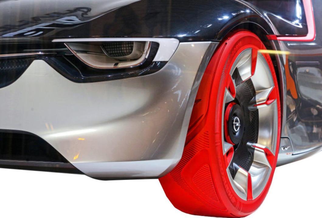 Wenn einer rotsieht – extravagantes Reifentuning    Foto: Roland Weihrauch