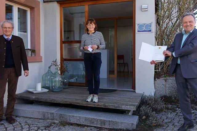 Edith Ganter aus Pfaffenberg erhält die Landesehrennadel