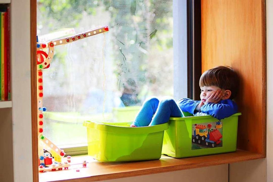 Alles in Boxen sortieren: Zumindest das Kind wäre so schon mal  aufgeräumt.  | Foto: Anke Thomass (Adobe Stock)