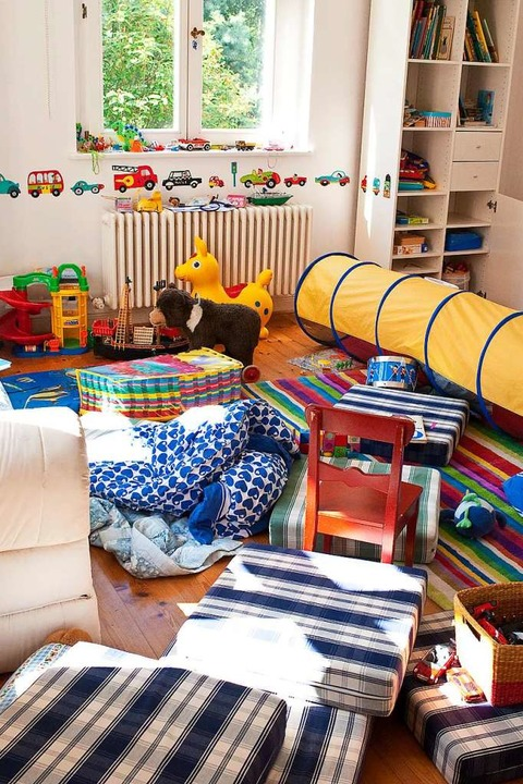 Ordentlich unter Druck: Mit Kindern verbreitet sich das Chaos schnell überall  | Foto: Mascha Brichta (dpa)