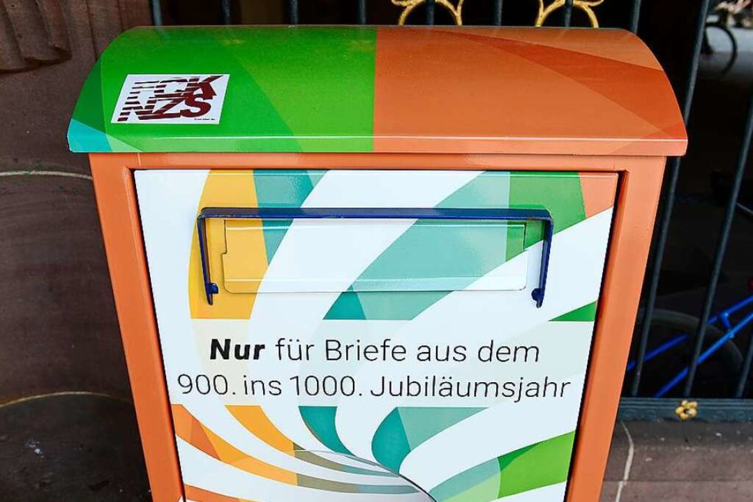Der ganz besondere Briefkasten vor dem Alten Rathaus in Freiburg  | Foto: Ingo Schneider