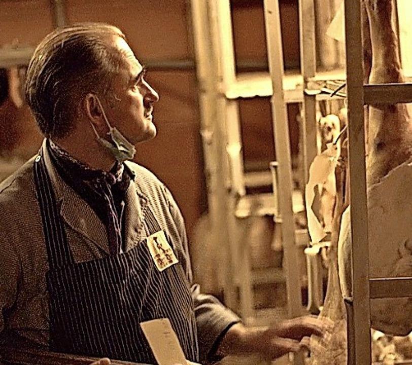 Markus Dirr in seiner Schinkenkammer    Foto: Valentin Zecha