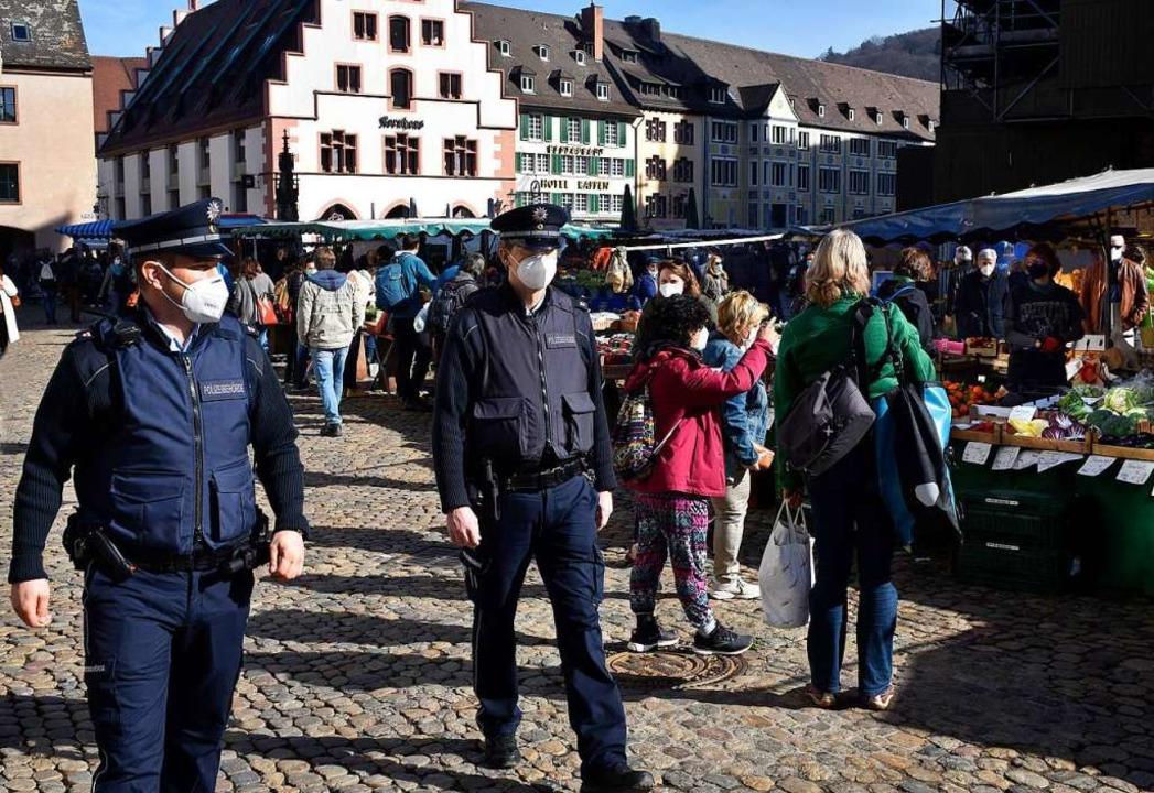 Der Vollzugsdienst in Freiburg soll ve...ner, Einzelhandel und Gastronomie aus.    Foto: Thomas Kunz