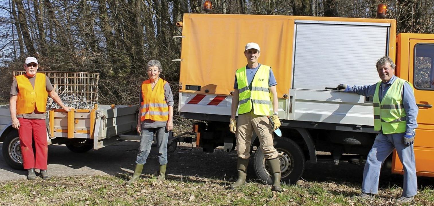 Vier Mitglieder der Feuchtbiotopgruppe...fgang Schlüter und Gebhard Baumgartner  | Foto: Michelle Güntert