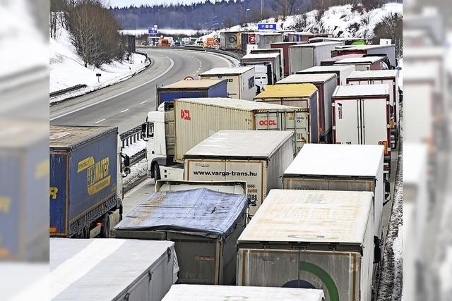 Stundenlanges Warten an der Grenzkontrolle